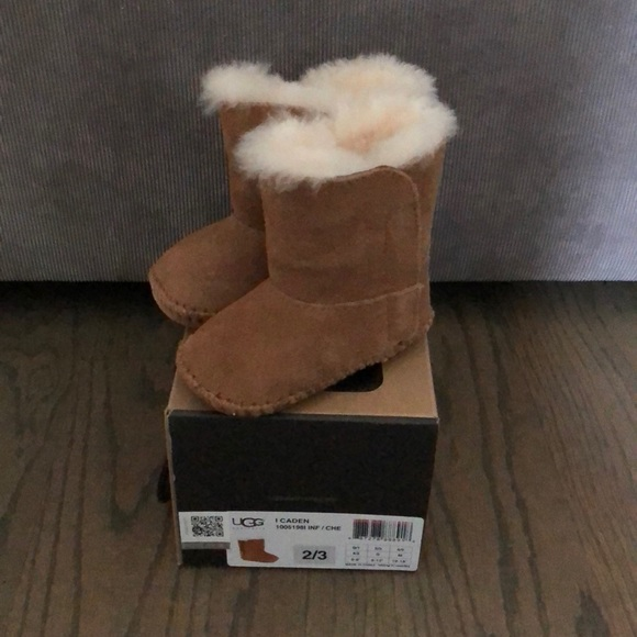 21711c43c7e Infant Ugg boots. Size 2/3. Chestnut color.